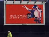 <a href='http://ibnlive.in.com/photogallery/1534.html'>Pics: MJ's <i>This Is It</i> premieres</a>