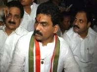 Watch: Andhra MP gives police a slip