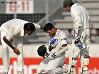 Dravid breaks jaw, in doubt for SA series