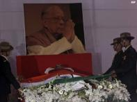 Lakhs gather to say goodbye to Jyoti Basu