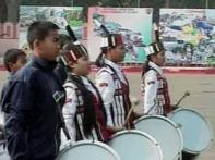 In cold, school kids practice for R Day parade
