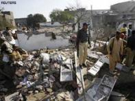 Bomb attack on Pakistani police kills 13
