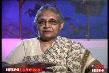 Sheila Dikshit hints at LPG hike rollback