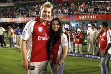Lee, Zinta 'Preity' good friends
