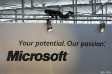 Microsoft updates Office, moves into cloud