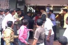 Alert Pune residents nab robbers