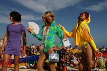 Mardi Gras: Drag races liven up Bondi beach