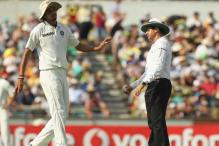 Ishant's yakking gets Warner thwacking