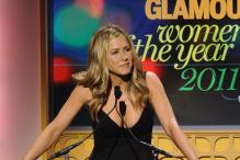 Is Jennifer Aniston six months pregnant ?