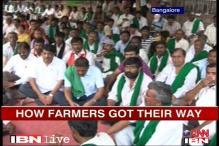 K'taka: Govt bows down to farmers' Gandhigiri