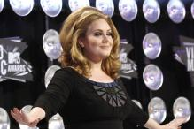 Adele beats 7 new albums to keep top spot
