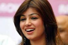 Ayesha Takia to sue Kingfisher Airlines