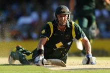 Umpiring faux pas gives Hussey a life