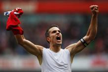Van Persie puts Arsenal contract talks on hold