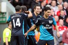 Van Persie brace stuns wasteful Liverpool