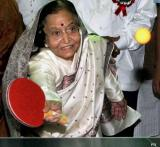 Snapshot: Pratibha Patil plays table tennis