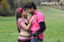 Vimal and Nisha Aggarwal's steamy romance in Tamil film 'Ishtam'