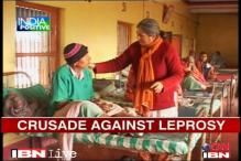 Bihar: Woman treats leprosy patients for free