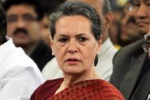 K'taka bypolls: Sonia shown black flags in Tumkur