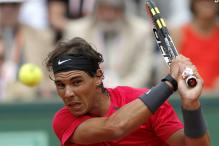 Murray fights pain, Nadal wins easily