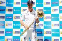 Strauss receives ICC Test Championship mace