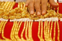 Gold price hit at another peak of Rs 30,420