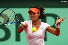 Defending champ Li Na crashes out of French Open