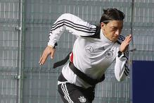 Oezil will explode against Greece: Loew