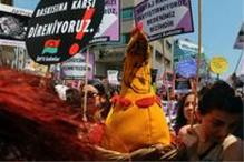 Turkish women protest new abortion law