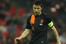 Dutch captain Van Bommel quits internationals