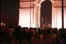 Anna supporters take out candlelight march at India Gate