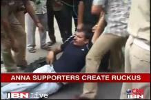 Kejriwal asks Anna not to fast; protest at 7 RCR