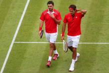 Federer-Wawrinka win gripping doubles opener
