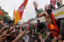 Ramdev shackles govt, refuses to leave stadium