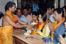 'Heroine' music launch at SiddhiVinayak temple: 'Halkat' Kareena prays for success