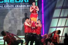 Kareena, Malaika steal the show at CREDAI Awards