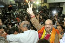 Amit Shah returns to Gujarat, offers prayers