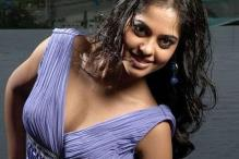 Actress Bindu Madhavi injured in an accident