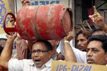 Govt removes taxes on non-subsidised LPG cylinders