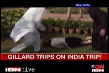 Video: Australian PM Julia Gillard trips at Rajghat