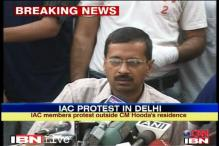 Kejriwal questioned by Anna supporters at press meet
