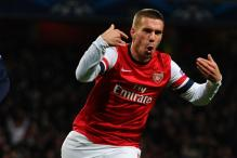 Arsenal beat Montpellier 2-0 to reach the knockout stage