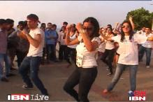 Watch: Indians cheer for Obama, Romney with a flash mob in Mumbai