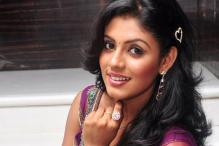 Iniya is waiting to work with director Bharathiraja