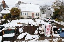 US: Northeast digs out from snow following Sandy