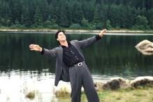 'DDLJ' to 'Jab Tak Hai Jaan': Should Shah Rukh Khan copyright this pose?