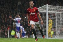Evans fit again for Man United, signs new contract