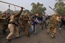 Delhi gangrape: Govt to fast track case as police crack down on protesters