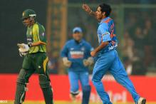 Dhoni credits fileding for Kotla win