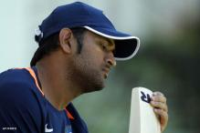 Dhoni survives another injury scare before 4th ODI